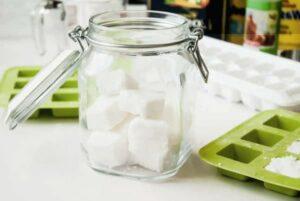 Recette DIY : les tablettes de lave-vaisselle ! Fabriquer ses tablettes de lave-vaisselle et comprendre pourquoi les tablettes industrielles sont nocives pour l'environnement.